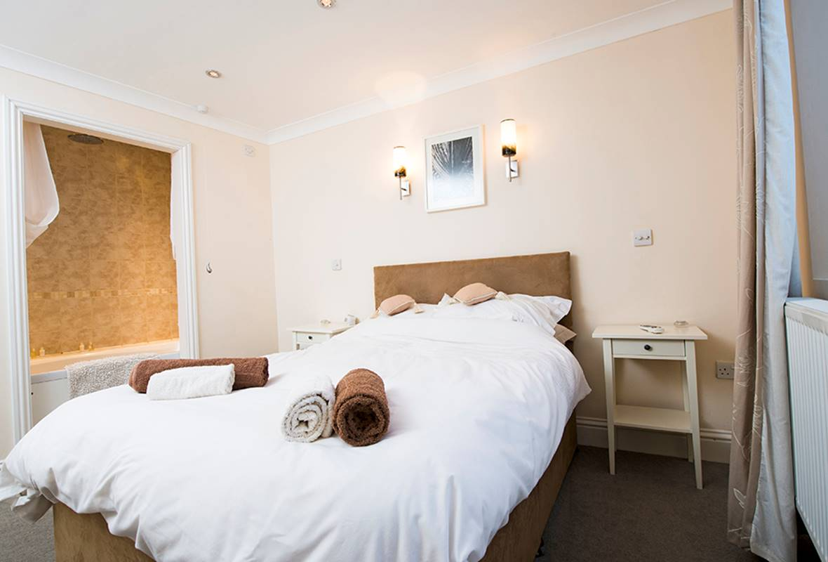 Lantern Suite - 5 Star Holiday Apartment - Tenby, Pembrokeshire, Pembrokeshire, Wales