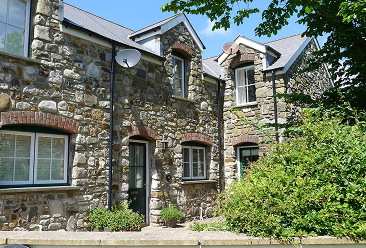 Hazelbrook Cottage - 4 Star Holiday Cottage - Amroth, Pembrokeshire, Wales