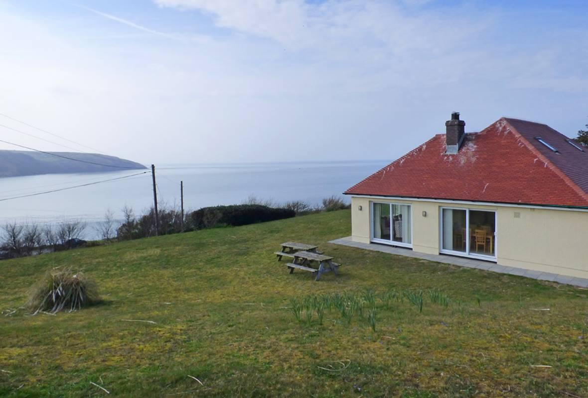 Bron Deg - 3 Star Holiday Cottage - Gwbert , Pembrokeshire, Wales