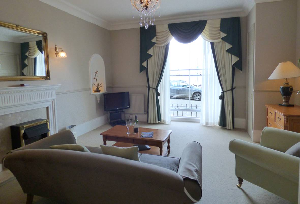 Harbour Suite - 4 Star Holiday Apartment - Harbour Heights, Tenby, Pembrokeshire, Wales