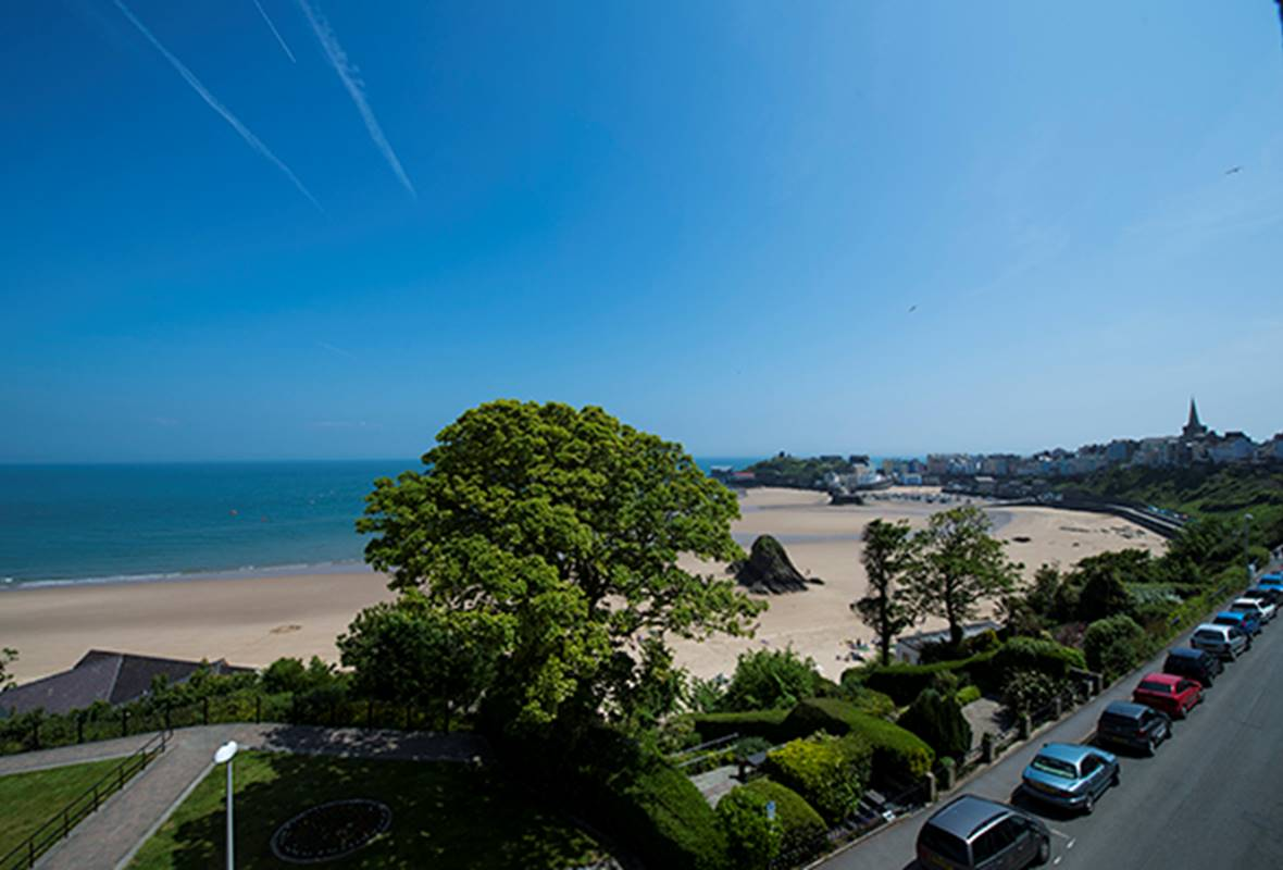 Caldey Suite - 4 Star Holiday Apartment - Harbour Heights, Tenby, Pembrokeshire, Wales