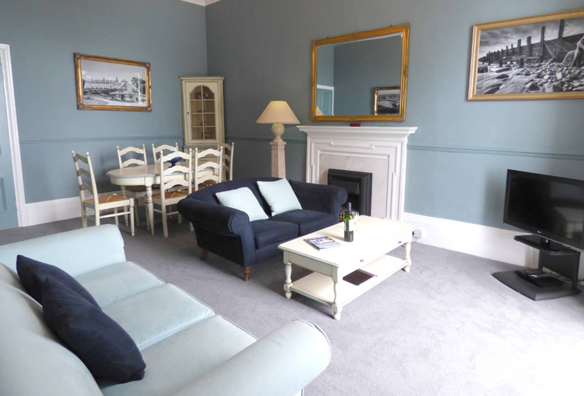 Goscar Suite - 4 Star Holiday Apartment - Harbour Heights, Tenby, Pembrokeshire, Wales
