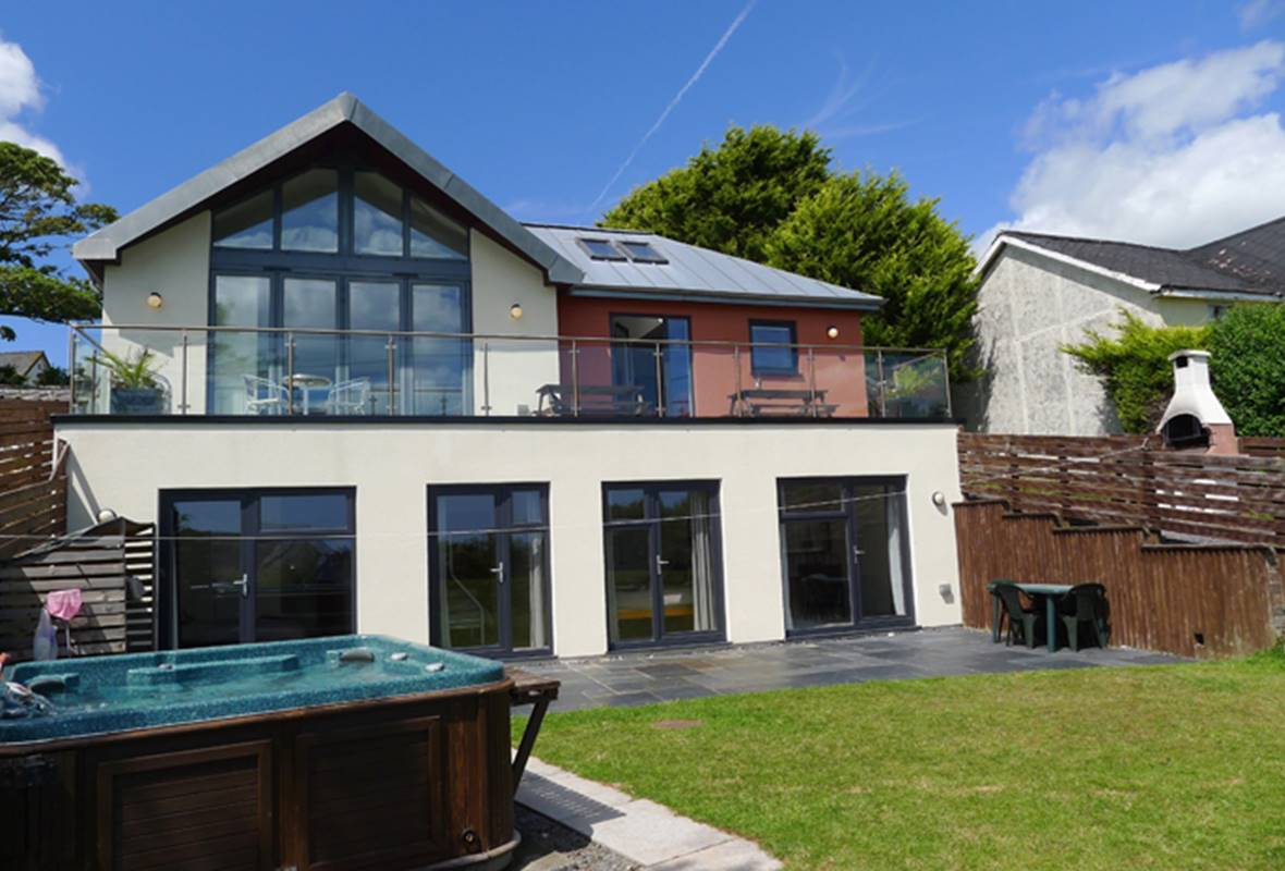 Nethercote - 5 Star Holiday Property - Freshwater East, Pembrokeshire, Wales