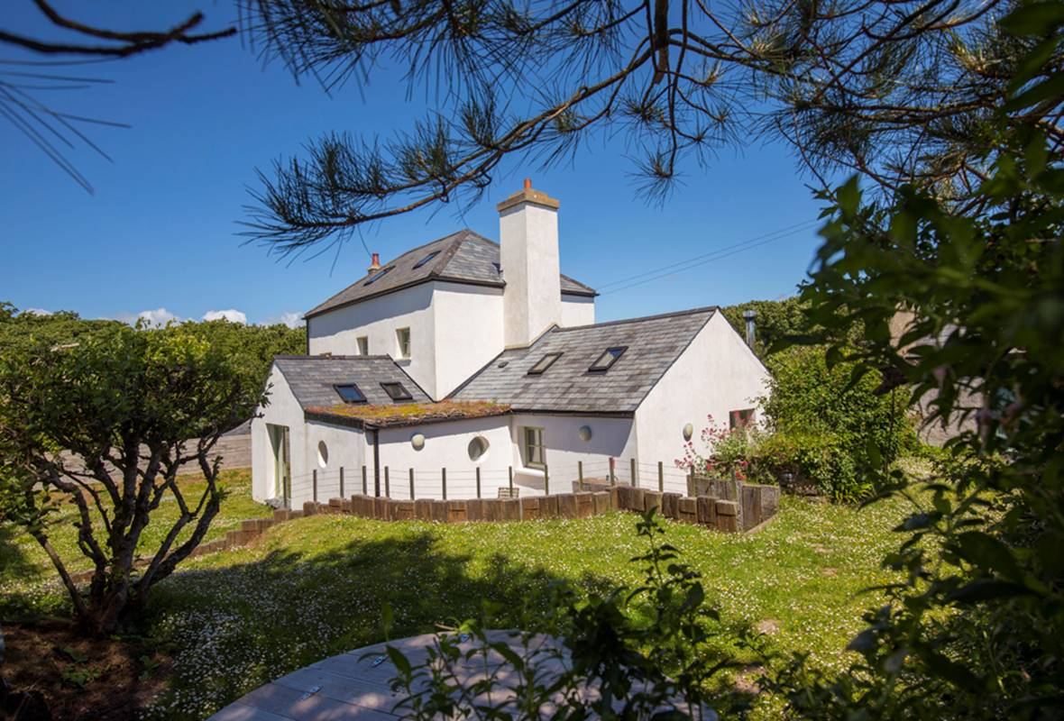 Bangeston Farmhouse - 4 Star Holiday Home - Angle, Pembrokeshire, Wales