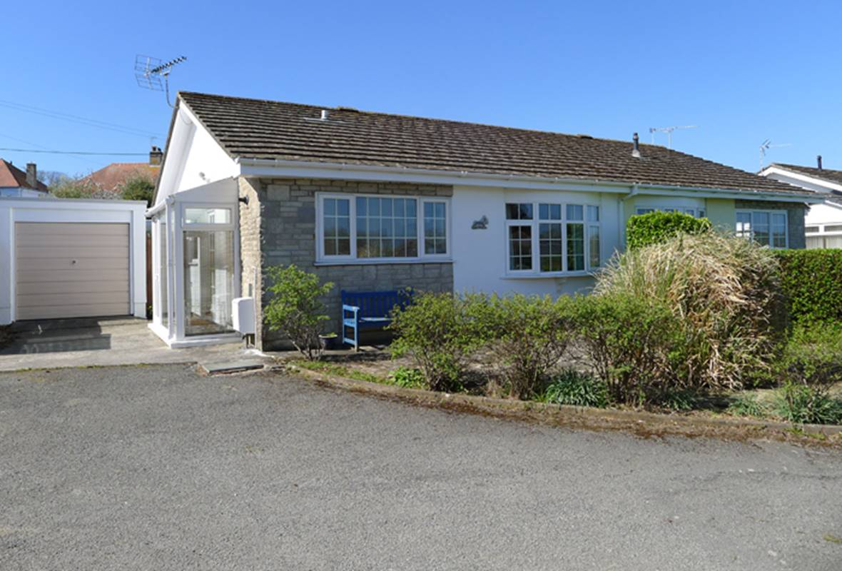 Ravenhill - 3 Star holiday property - Penally, Pembrokeshire, Wales