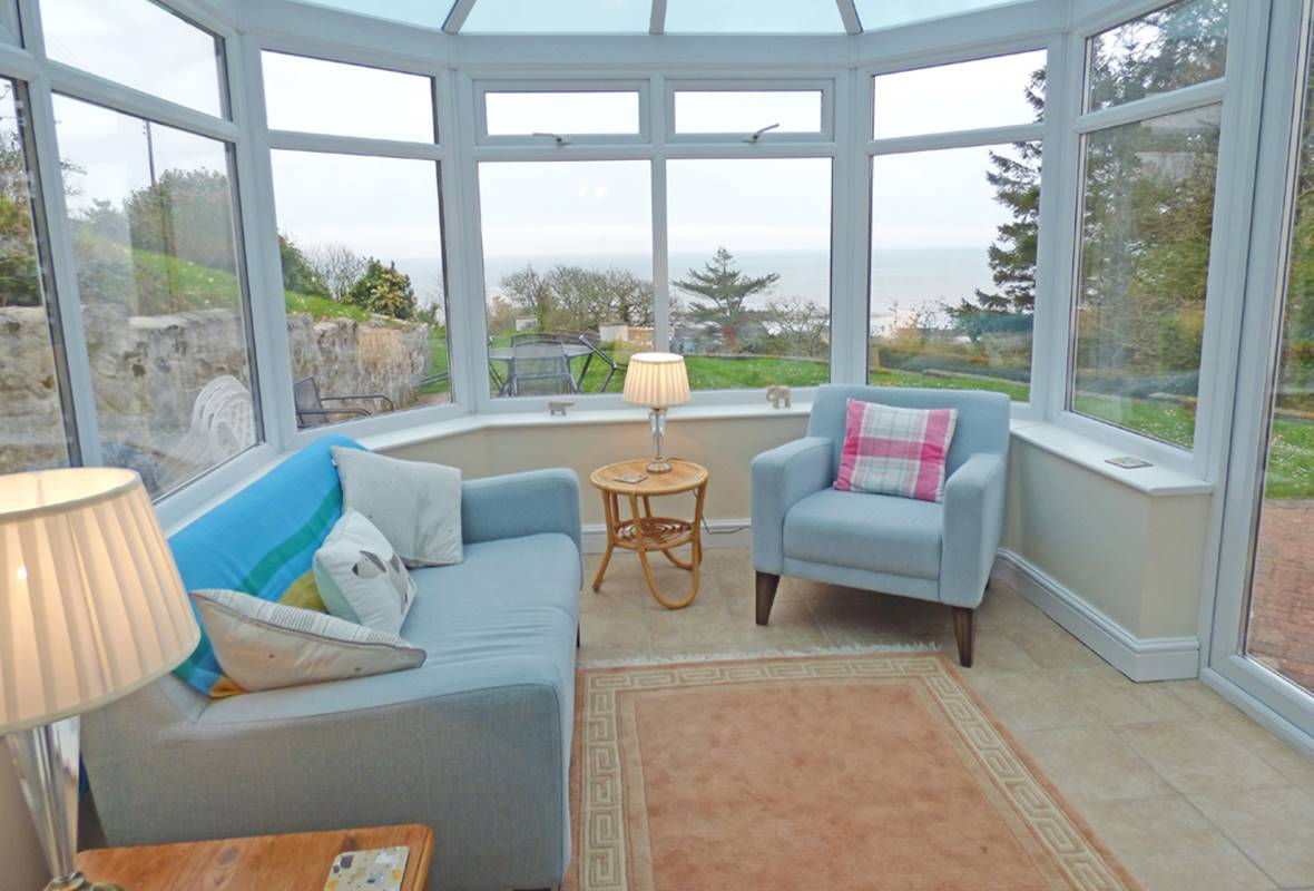 Rose Villa - 4 Star holiday home - Amroth, Pembrokeshire, Wales