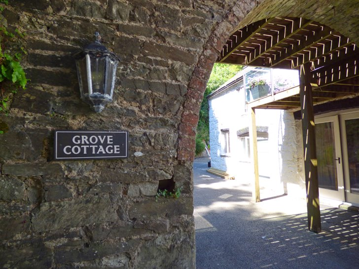Grove Cottage (43215)