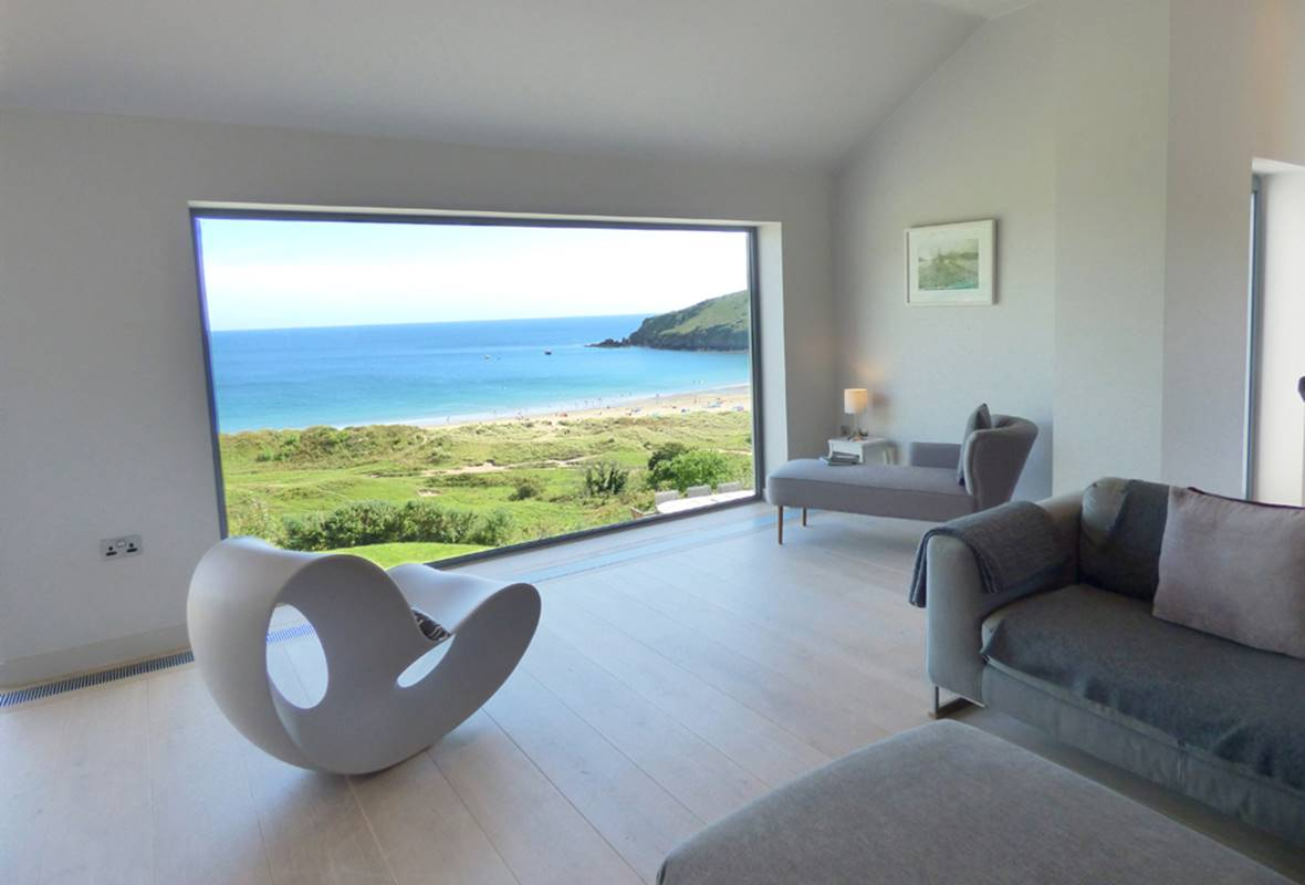 Merlin House - 5 Star Holiday Home - Freshwater East, Pembrokeshire, Wales