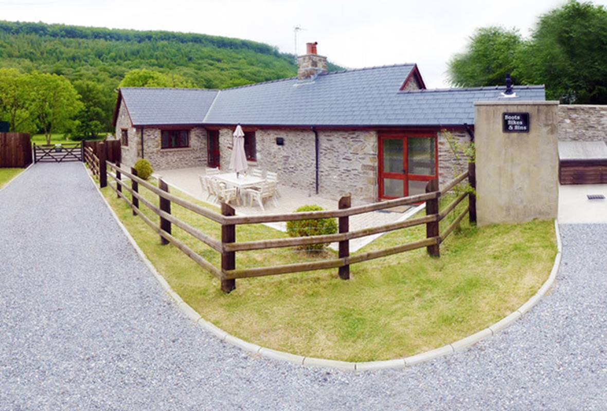 Ty Cerrig - 5 Star holiday cottage - Forest View Cottages, Nr Carmarthen, Pembrokeshire, Wales