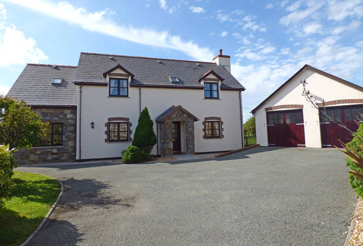 Rosemary Cottage - 4 Star Holiday Property - St Florence, Pembrokeshire, Wales