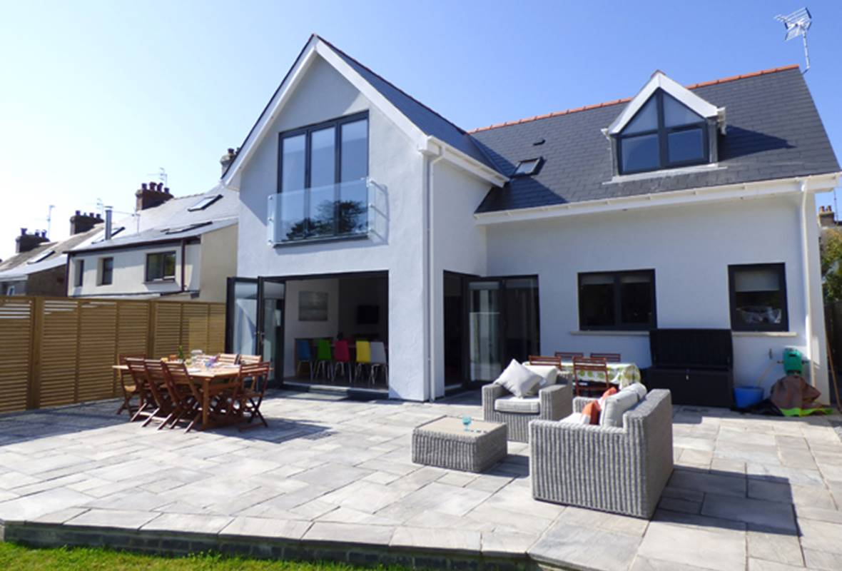 Brierbank - 5 Star Holiday Property - Tenby, Pembrokeshire, Wales
