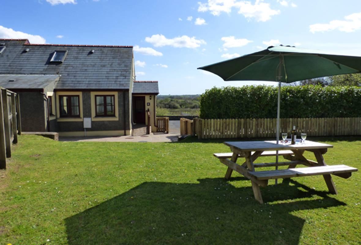Loveston School Cottage - 4 Star Holiday Home - Loveston, Pembrokeshire, Wales