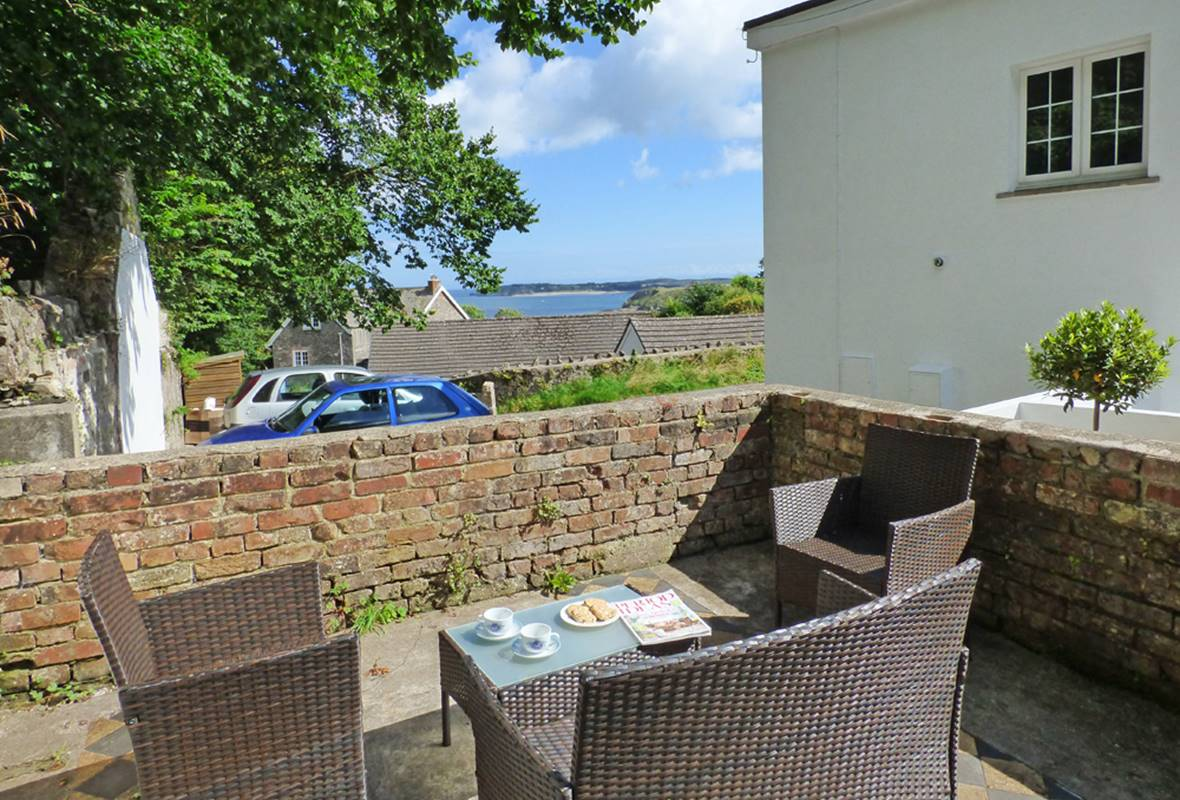 The Grapes - 4 Star Holiday Cottage - Penally, Pembrokeshire, Wales
