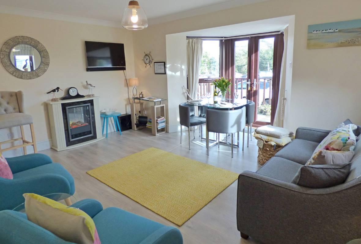 1 Neyland Marina - 5 Star Holiday Apartment - Neyland Marina, Pembrokeshire, Wales