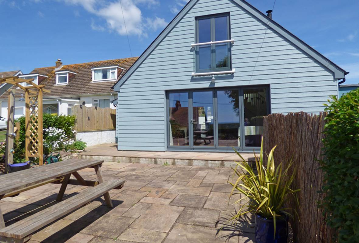 Glan y Mor - 4 Star Holiday Home - Freshwater East, Pembrokeshire, Wales