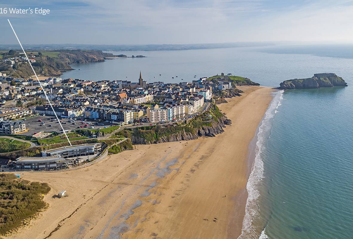 16 Waters Edge - 5 Star Holiday Apartment - South Beach, Tenby, Pembrokeshire, Wales