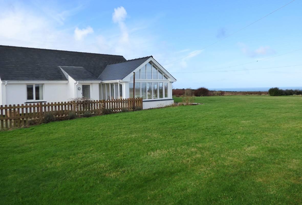 Bryn y Brenin - 4 Star Holiday Cottage - Trefin, Pembrokeshire, Wales